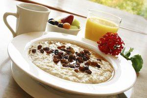 Oatmeal with raisins healthy breakfast meals