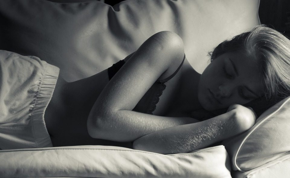 why sleeping is important for weight loss